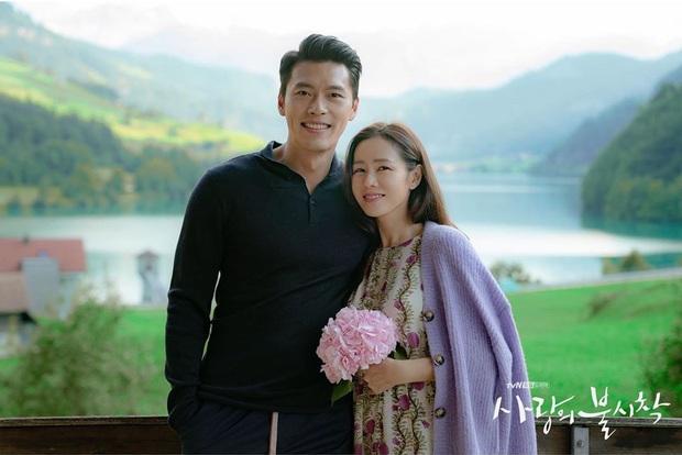 Đài tvN vừa tung bộ hình của Hyun Bin và Son Ye Jin tình như mật ngọt, dân tình rần rần: Ảnh cưới hay gì đây? - Ảnh 4.