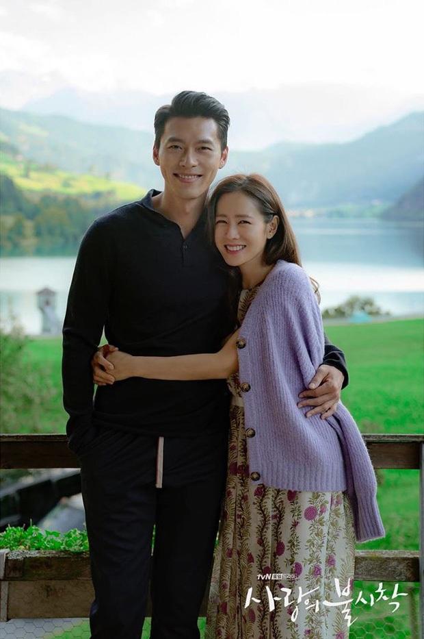 Nhìn qua thì đẹp, soi kỹ là chỉ muốn quỳ vì bộ ảnh của Hyun Bin - Son Ye Jin: Dây quần và lọ hoa, sao mà thấy tức á! - Ảnh 1.