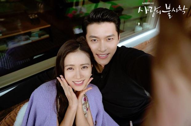 Đài tvN vừa tung bộ hình của Hyun Bin và Son Ye Jin tình như mật ngọt, dân tình rần rần: Ảnh cưới hay gì đây? - Ảnh 8.