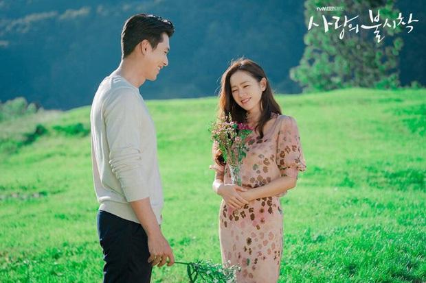 Nhìn qua thì đẹp, soi kỹ là chỉ muốn quỳ vì bộ ảnh của Hyun Bin - Son Ye Jin: Dây quần và lọ hoa, sao mà thấy tức á! - Ảnh 9.