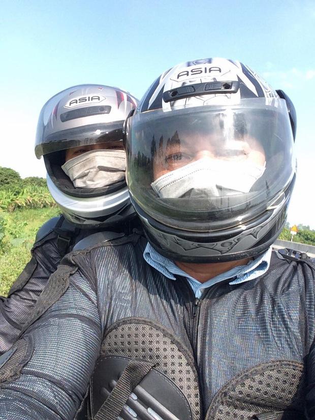 Gái xinh F.A nghen tị với bố mẹ cưới nhau 30 năm vẫn còn video call xin hun miếng, cùng nhau cưỡi mô tô đi phượt khắp thế gian - Ảnh 4.