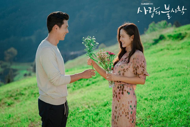 tvN released a lot of lovely photo of the couple Hyun Bin and Son Ye Jin after happy ending in the drama