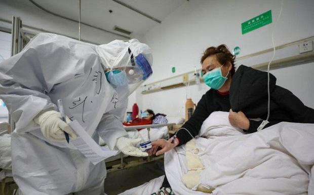 Chia sẻ của người sống sót về virus corona: Vào thời điểm đau đớn nhất, tôi đã nghĩ rằng mình sẽ chết ư? - Ảnh 1.