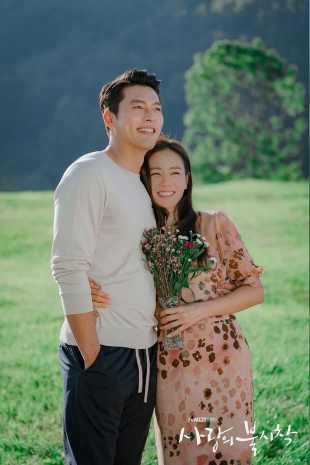Nhìn qua thì đẹp, soi kỹ là chỉ muốn quỳ vì bộ ảnh của Hyun Bin - Son Ye Jin: Dây quần và lọ hoa, sao mà thấy tức á! - Ảnh 5.