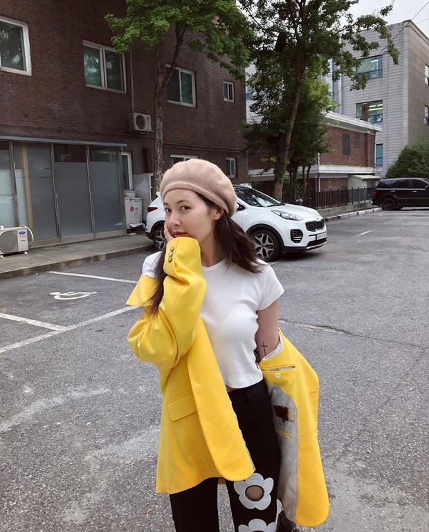 """Nhìn loạt idol và hot girl Hàn """"lách luật"""" để sexy mà không cần phô da thịt quá đà, nhiều nàng sẽ muốn nhích theo ngay - Ảnh 5."""