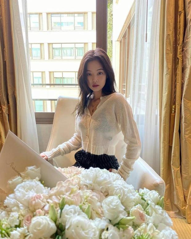 """Nhìn loạt idol và hot girl Hàn """"lách luật"""" để sexy mà không cần phô da thịt quá đà, nhiều nàng sẽ muốn nhích theo ngay - Ảnh 1."""