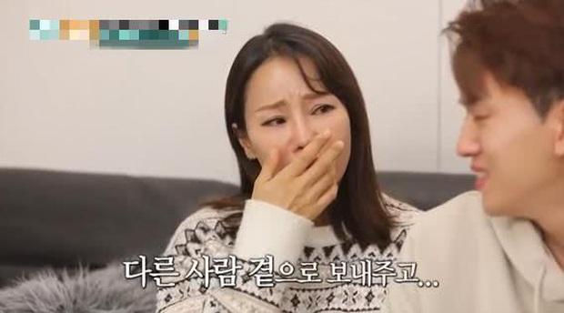 Kiên quyết lấy chồng kém 17 tuổi mặc chỉ trích, giờ Hoa hậu World Cup xứ Hàn rơi nước mắt vì không thể sinh con - Ảnh 5.