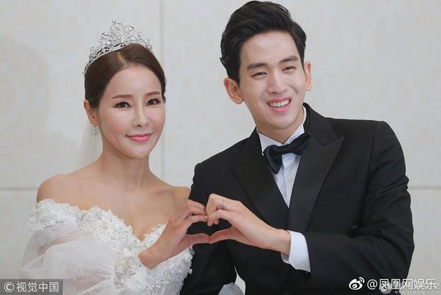 Kiên quyết lấy chồng kém 17 tuổi mặc chỉ trích, giờ Hoa hậu World Cup xứ Hàn rơi nước mắt vì không thể sinh con - Ảnh 2.
