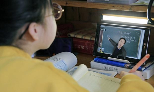 Được nghỉ học do virus rồi lại phải học online, học sinh Trung Quốc kéo đàn kéo đống vào rate 1 sao cho bõ tức - Ảnh 1.