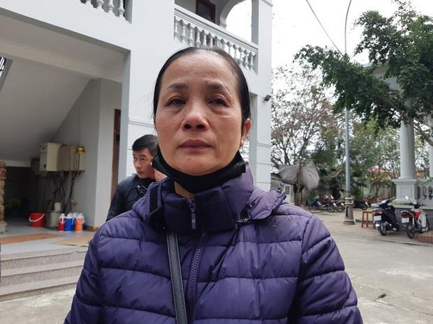 Vụ mẹ bế con ăn xin ở cầu Thanh Trì bị xe máy đâm: 7 năm ròng rã gia đình không hay biết - Ảnh 2.