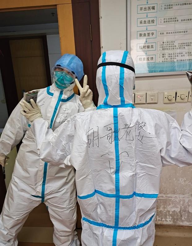 Sự kiện hot của Weibo: Hồ Ca cổ vũ tinh thần bà xã, đằng sau là cả 1 câu chuyện ấm lòng giữa đại dịch COVID-19 - Ảnh 2.
