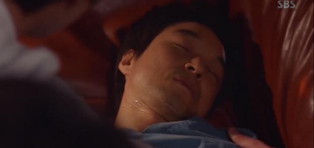 5 khoảnh khắc gây đau tim ở Người Thầy Y Đức 2: Tạt nước sôi vào mặt kẻ cưỡng hiếp, Lee Sung Kyung mất máu vì ngăn ẩu đả - Ảnh 1.