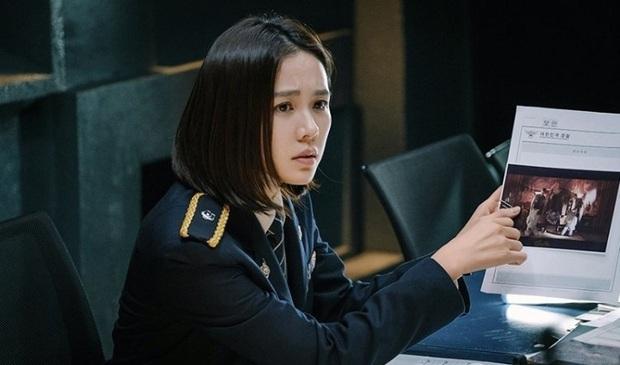 Fan Crash Landing On You nợ The Negotiation một lời cảm ơn: Đây mới là phim se duyên đôi Hyun Bin và Son Ye Jin này! - Ảnh 9.