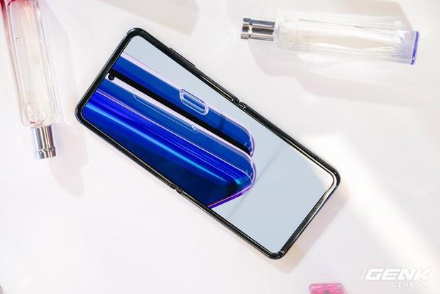 Cảm giác gập của Galaxy Z Flip như thế nào? - Ảnh 4.