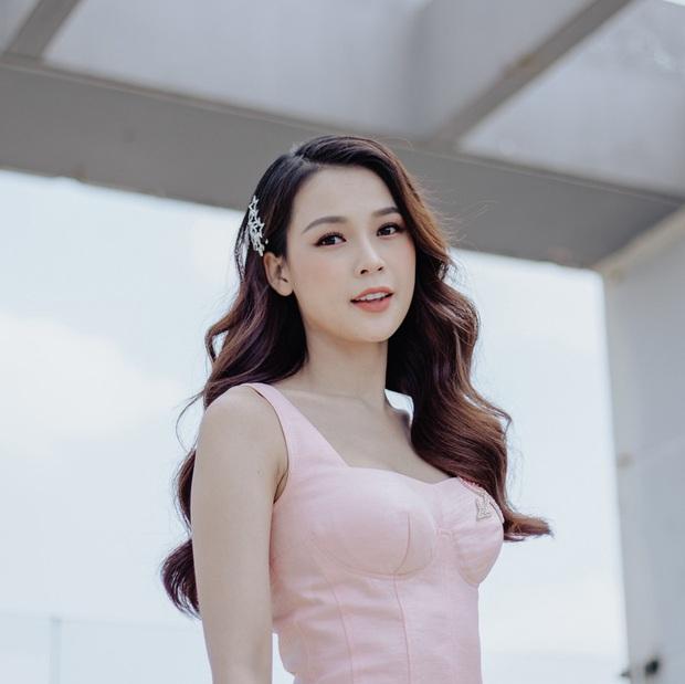 Loạt ảnh thời đi học của dàn hotgirl Việt đình đám: Hoá ra ai cũng có một thời trông quê quê, xấu xấu... dậy thì rồi mới lột xác đỉnh cao - Ảnh 4.