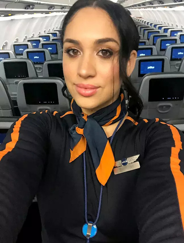 Nữ tiếp viên hàng không nổi tiếng vì vẻ ngoài giống Meghan Markle, kiếm bộn tiền nhờ việc đóng giả nàng dâu Hoàng gia Anh - Ảnh 2.
