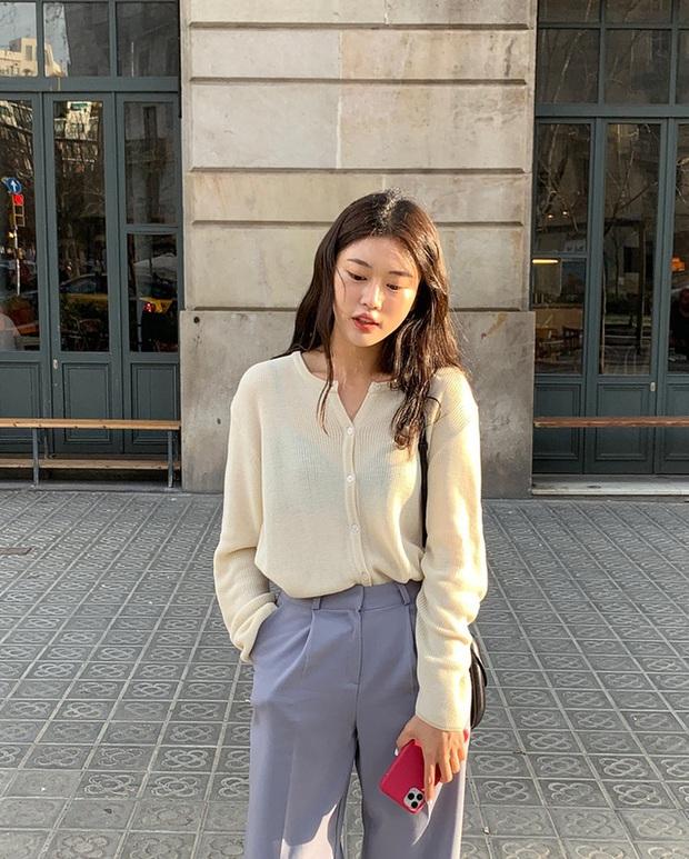"""Nhìn loạt idol và hot girl Hàn """"lách luật"""" để sexy mà không cần phô da thịt quá đà, nhiều nàng sẽ muốn nhích theo ngay - Ảnh 8."""