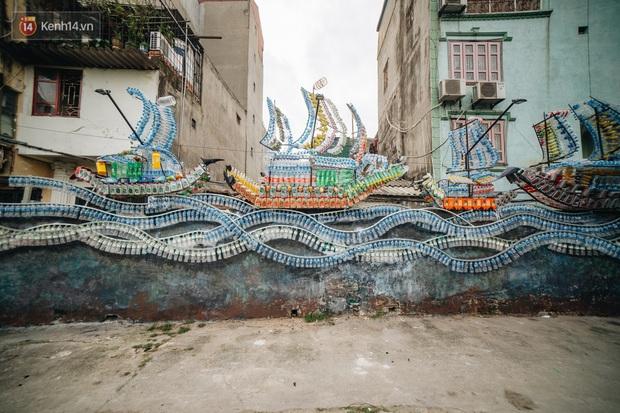 Chùm ảnh: Khi bãi tập kết rác ven sông Hồng trở thành 16 tác phẩm nghệ thuật đương đại - Ảnh 2.