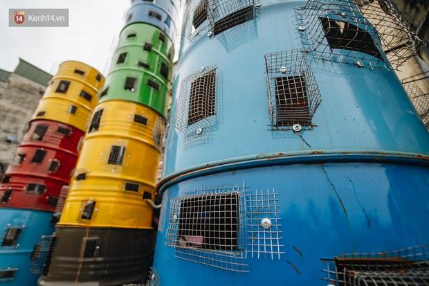 Chùm ảnh: Khi bãi tập kết rác ven sông Hồng trở thành 16 tác phẩm nghệ thuật đương đại - Ảnh 4.
