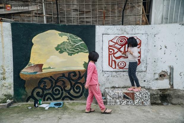 Chùm ảnh: Khi bãi tập kết rác ven sông Hồng trở thành 16 tác phẩm nghệ thuật đương đại - Ảnh 7.