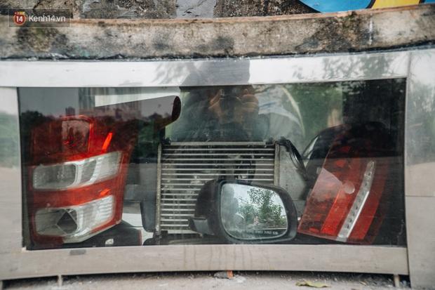 Chùm ảnh: Khi bãi tập kết rác ven sông Hồng trở thành 16 tác phẩm nghệ thuật đương đại - Ảnh 13.