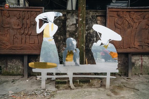 Chùm ảnh: Khi bãi tập kết rác ven sông Hồng trở thành 16 tác phẩm nghệ thuật đương đại - Ảnh 15.