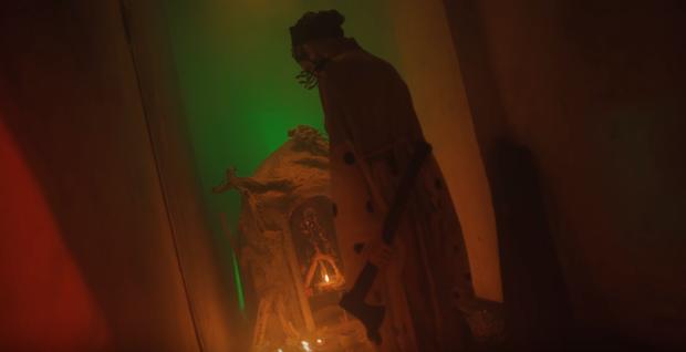 Bóc tách MV mới của Orange do Denis Đặng làm giám đốc sáng tạo: chiếc bàn thờ bí ẩn, thân thế của các nhân vật và loạt tạo hình nhặt nhạnh mỗi nơi một ít - Ảnh 11.
