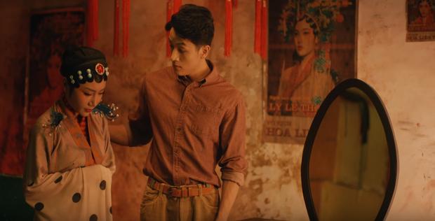 Bóc tách MV mới của Orange do Denis Đặng làm giám đốc sáng tạo: chiếc bàn thờ bí ẩn, thân thế của các nhân vật và loạt tạo hình nhặt nhạnh mỗi nơi một ít - Ảnh 10.