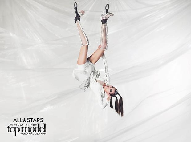 Bị loại đầu tiên, em út Vietnams Next Top Model: All Stars đã chứng minh ban giám khảo sai lầm khi trúng đến 4 show tại Luân Đôn - Ảnh 2.