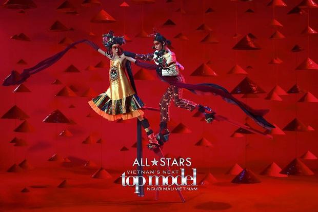 Bị loại đầu tiên, em út Vietnams Next Top Model: All Stars đã chứng minh ban giám khảo sai lầm khi trúng đến 4 show tại Luân Đôn - Ảnh 3.