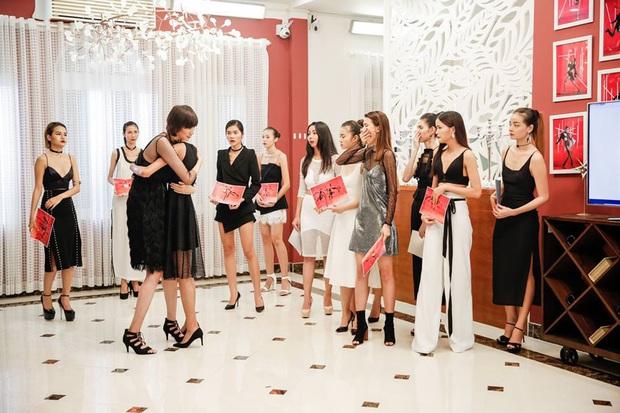 Bị loại đầu tiên, em út Vietnams Next Top Model: All Stars đã chứng minh ban giám khảo sai lầm khi trúng đến 4 show tại Luân Đôn - Ảnh 5.