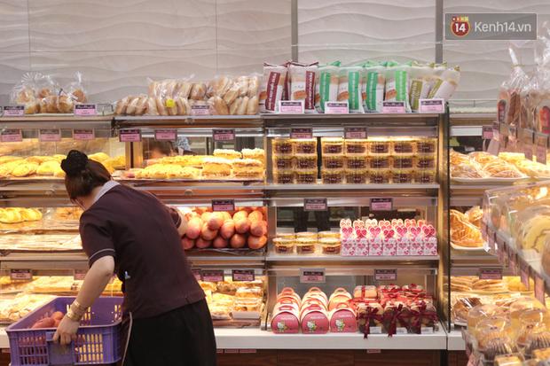 """Ăn thử bánh mì thanh long đang """"gây bão"""" Sài Gòn hiện tại, liệu hương vị có gì khác biệt so với loại bình thường ta vẫn hay ăn? - Ảnh 16."""