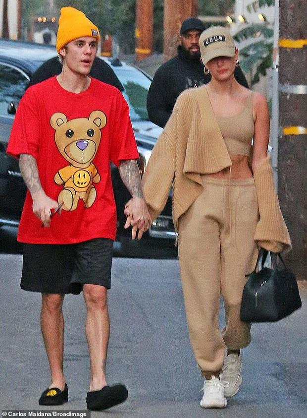 Vừa thừa nhận quá khứ với Selena, Justin Bieber đã cùng vợ tình tứ dạo phố, nhưng sao biểu cảm của Hailey đáng lo quá? - Ảnh 3.