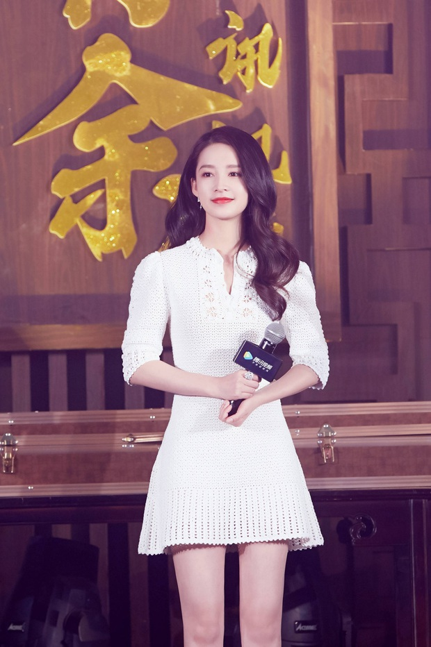 Cùng diện váy bánh bèo, Park Min Young xinh rất xinh nhưng không lấn át được Lisa với đôi giày đế độn hàng khủng - Ảnh 5.