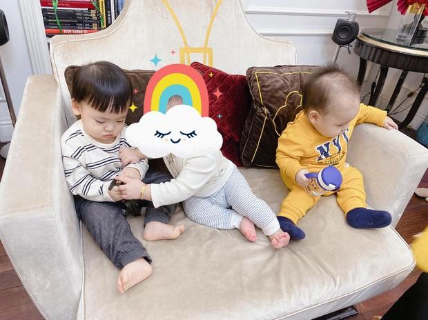 Hội mẹ bỉm sữa toàn mỹ nhân Vbiz tụ họp cạnh các nhóc tỳ: Biểu cảm cực đáng yêu của con trai Tú Anh gây chú ý! - Ảnh 2.