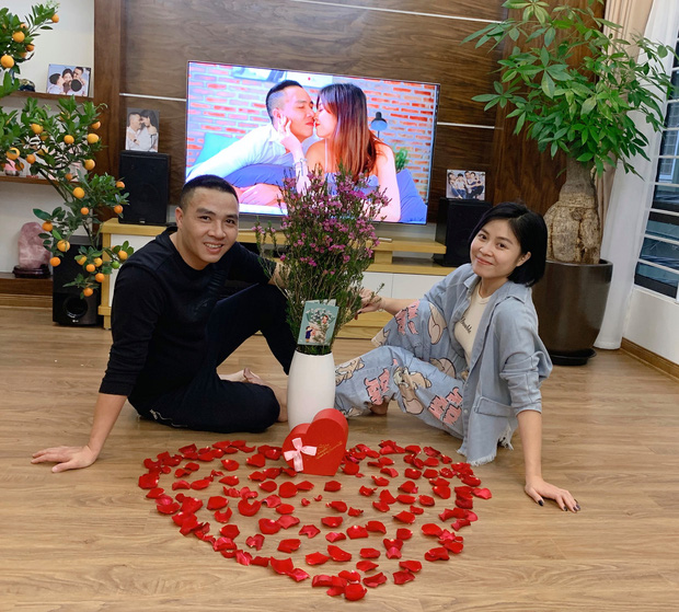Hậu dằn mặt cô bồ cũ của chồng, MC Hoàng Linh khoe ăn Valentine dài hạn đến bây giờ: Chị đây xin chấp hết Tuesday nhé! - Ảnh 2.