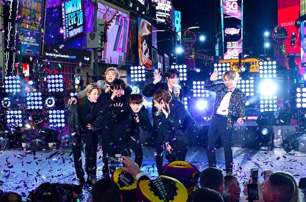3 lần mời ca sĩ quốc tế góp giọng vào bài hát chủ đề, lấy Billboard Hot 100 làm mục tiêu nhưng BTS vẫn quyết tâm không nhận danh hiệu Mỹ tiến? - Ảnh 7.