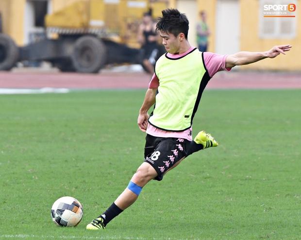 Duy Mạnh phản hồi hài hước màu áo mới của Hà Nội FC: Lúc tím lúc hồng thì biết là nam hay nữ rồi đấy - Ảnh 3.
