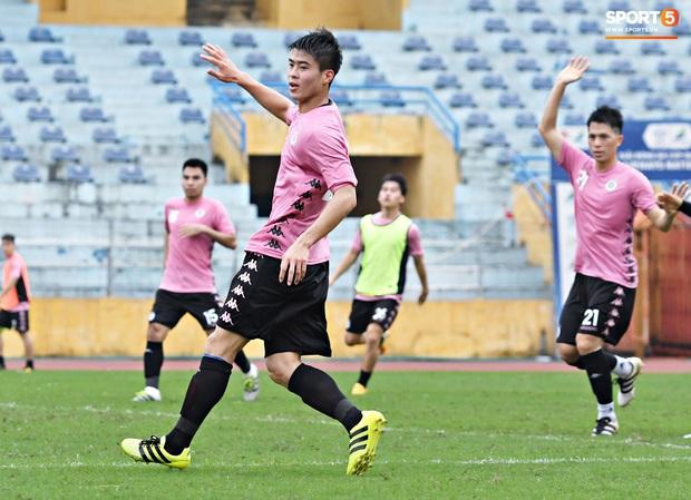 Duy Mạnh phản hồi hài hước màu áo mới của Hà Nội FC: Lúc tím lúc hồng thì biết là nam hay nữ rồi đấy - Ảnh 4.