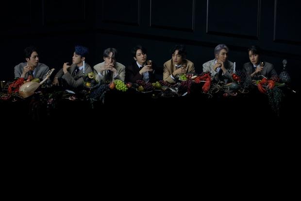 """BTS """"chơi lớn"""" tung tận 2 MV chính thức trong lần comeback mới: Chiến thuật thông minh hay đang đem kỉ lục view ra """"đùa với lửa""""? - Ảnh 1."""