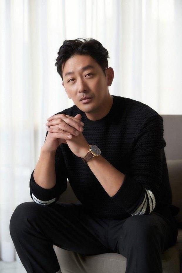 Ha Jung Woo - Ông hoàng phòng vé trẻ nhất lịch sử Hàn Quốc sụp đổ hình tượng vì bê bối chất cấm - Ảnh 1.