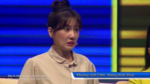 """Hari Won, Võ Hoàng Yến ôm nhau khóc thét xem """"dị nhân"""" dùng đầu """"cân"""" chiếc xe tải 5 tấn - Ảnh 10."""