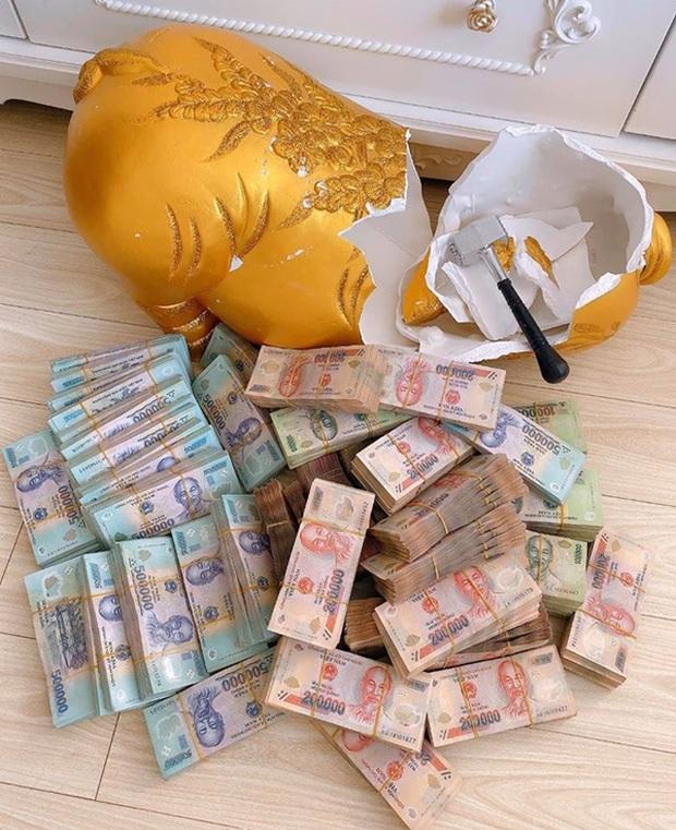 Chị nhà người ta tặng em gái 49 cây vàng và 2,5 tỷ hóa ra lại là hot girl Sài Gòn từng đập heo đất 1 lần ra luôn 3 tỷ - Ảnh 4.