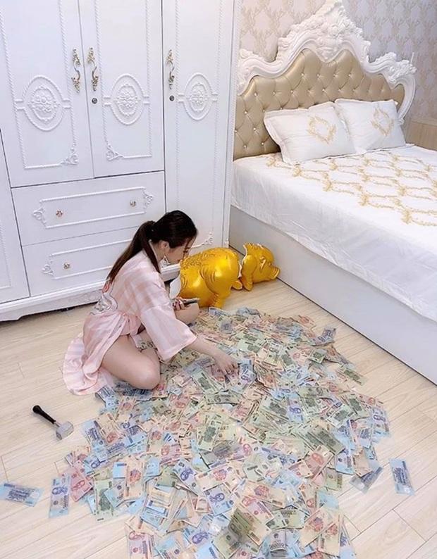 Chị nhà người ta tặng em gái 49 cây vàng và 2,5 tỷ hóa ra lại là hot girl Sài Gòn từng đập heo đất 1 lần ra luôn 3 tỷ - Ảnh 2.