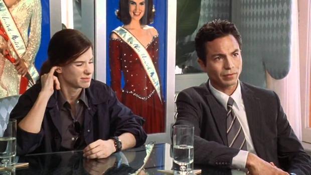 Lạ lùng chưa, Sắc Đẹp Dối Trá của Hương Giang sao lại giống hệt Hoa Hậu FBI của chị đại Sandra Bullock thế này? - Ảnh 8.