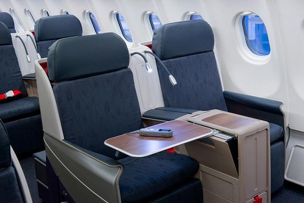 Sốc với sự thật về nơi bẩn nhất trên máy bay, 100% hành khách đều chạm vào trên các chuyến bay đường dài - Ảnh 2.