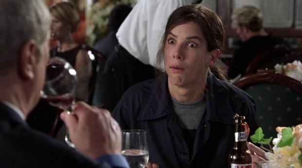 Lạ lùng chưa, Sắc Đẹp Dối Trá của Hương Giang sao lại giống hệt Hoa Hậu FBI của chị đại Sandra Bullock thế này? - Ảnh 4.