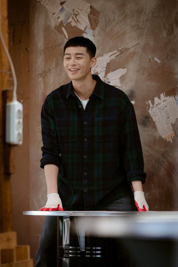 Lộ ảnh nhan sắc khác lạ của đôi Park Seo Joon - Kim Da Mi trước khi làm dân anh chị Tầng Lớp Itaewon - Ảnh 2.