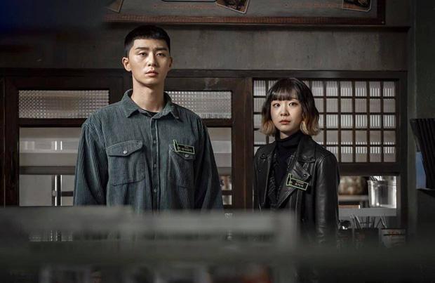 Lộ ảnh nhan sắc khác lạ của đôi Park Seo Joon - Kim Da Mi trước khi làm dân anh chị Tầng Lớp Itaewon - Ảnh 4.