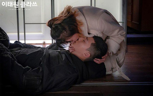 Lộ ảnh nhan sắc khác lạ của đôi Park Seo Joon - Kim Da Mi trước khi làm dân anh chị Tầng Lớp Itaewon - Ảnh 5.